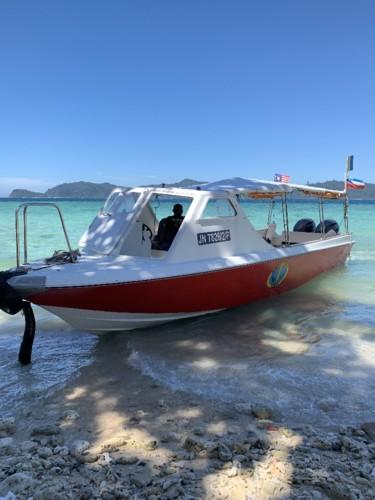 Barco Borneo Divers.jpg