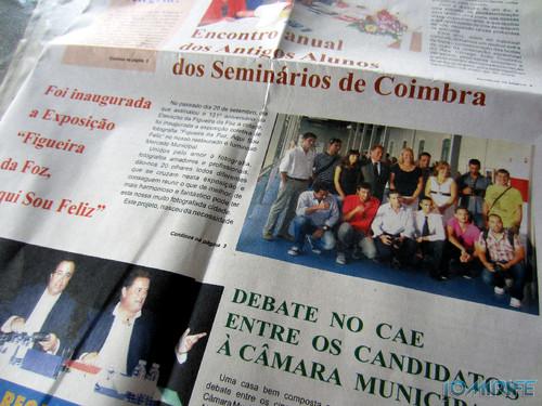 Notícia sobre a Exposição coletiva de Fotografia «Figueira da Foz, aqui sou feliz» no jornal «O Dever» - Na capa do jornal