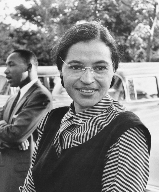 Rosa Parks em 1955, com Martin Luther King, Jr. ao