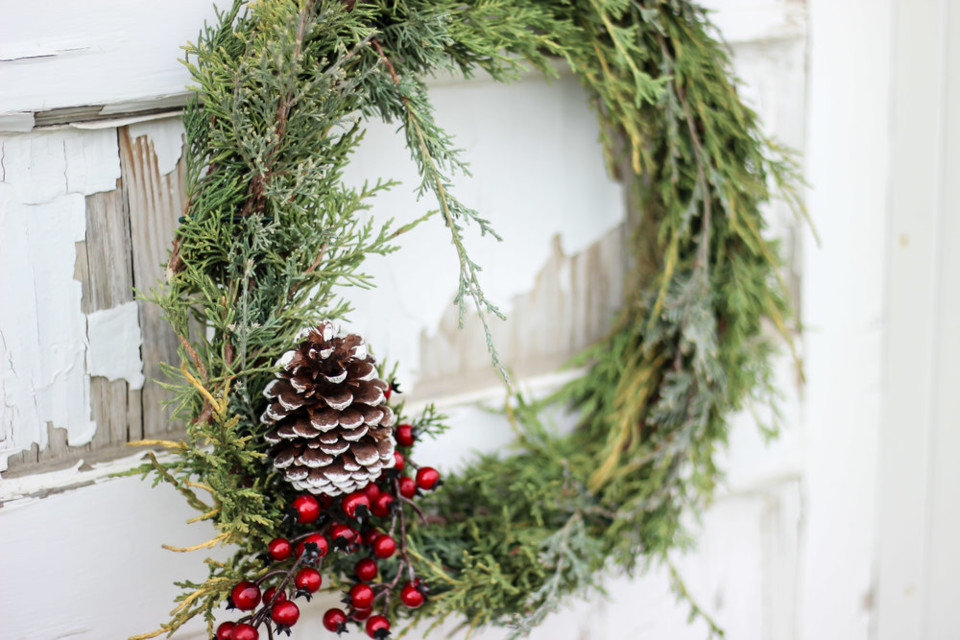 DIY Christmas Wreath (26).jpg