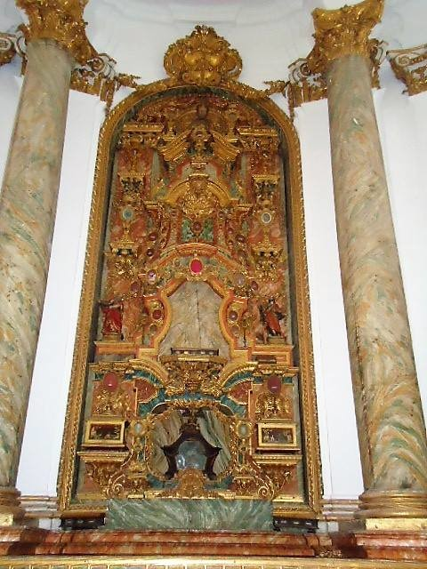 Igreja de Santa Cruz. Santuário 06.jpg