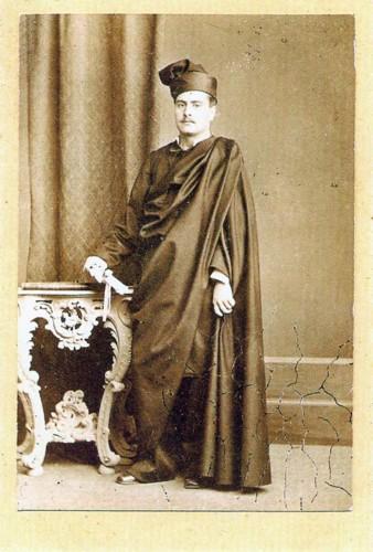 Estudante. Sec. XIX. Década de 70. Com o chapéu