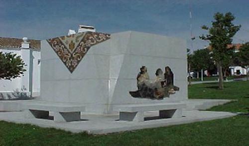 Arraiolos - Monumento à tapeteira 001