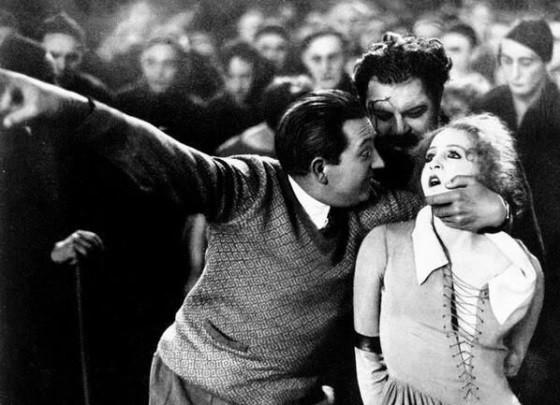 Fritz Lang directs Brigitte Helm in Metropolis (19