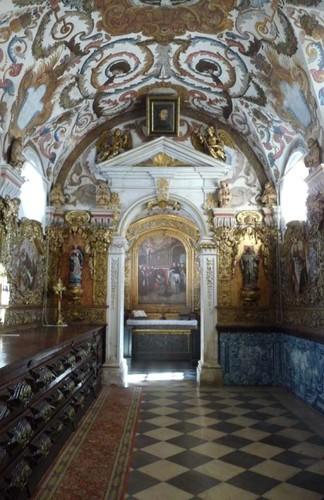 Sacristia da igreja de Santo António dos Olivais.