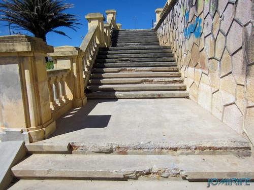 Jardim Espelho de água da Figueira da foz com Escadas degradadas [en] Garden Water mirror Figueira da foz with Stairs degraded