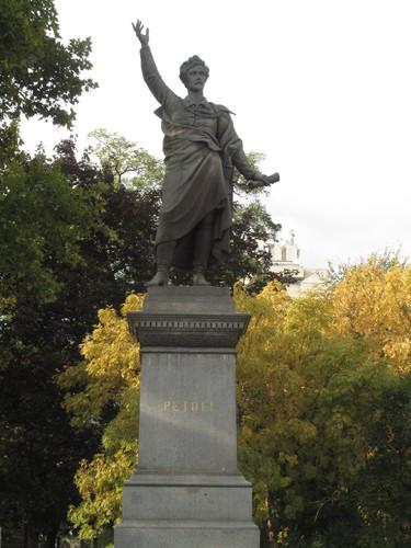 Budapeste: estátua do poeta Petöfi Sándor
