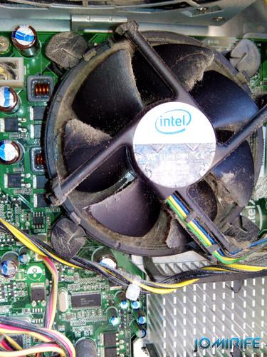 Ventoinha do CPU cheia de pó [en] CPU fan full of dust
