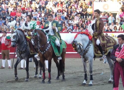 Brito Paes, Rouxinol e Tiago nas cortesias...