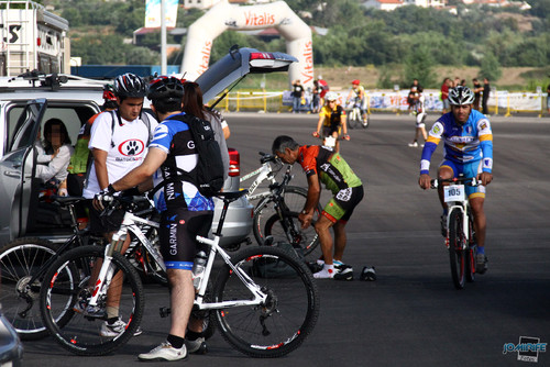 BTT XCM 2012 Montemor (006) Atletas preparam-se