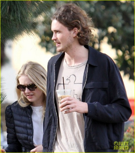 dakota-fanning-and-boyfriend-henry-frye-couple-up-