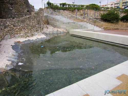 Obras públicas na Figueira da Foz - Espelho de água sujo com lixo (2013-08-16) (1) [en] Public works in Figueira da Foz Portugal - Water mirror dirty with trash