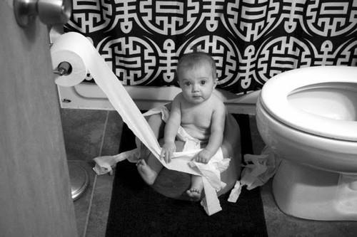 super_imgbebe_enrolado_em_papel_higienico.jpg