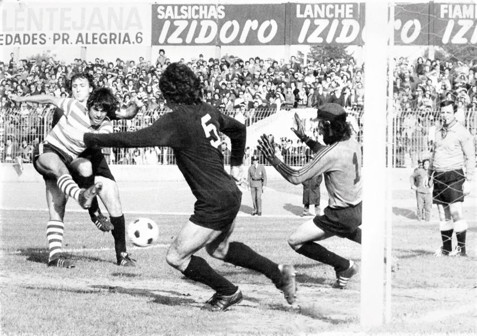 Sporting 3 - Académico 3 1975-76.jpg