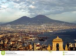 Nápoles e Vesúvio in. pt.dreamstime.com