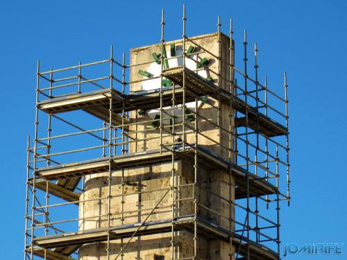 Figueira da Foz: Torre do relógio de praia vai ter obras - Andaimes no relógio