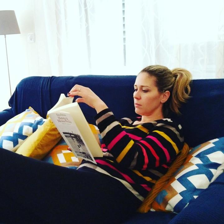 Ana a ler.JPG