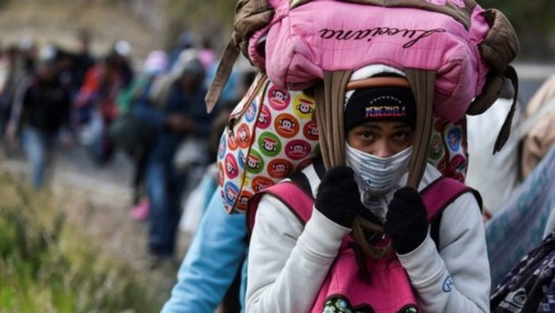 78477972_TOPSHOTA-Venezuelan-migrant-woman-heading