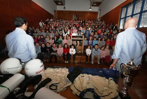 A atenta audiência do Colégio de Santa Clara...