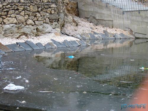 Obras públicas na Figueira da Foz - Espelho de água sujo com lixo (2013-08-16) (2) [en] Public works in Figueira da Foz Portugal - Water mirror dirty with trash