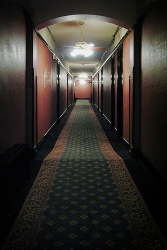 hallway-2416517_1280.jpg