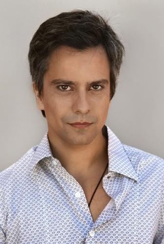 ator Rui Neto que dá a vida a Nuno Mendes na novela da noite da ...
