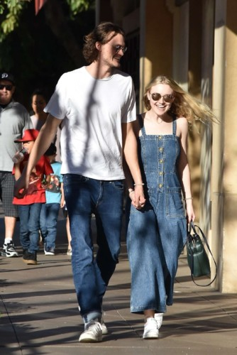 Dakota-Fanning-and-Jamie-Strachan-out-in-LA--09.jp
