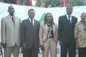 Antonio Munguambe o 2 da direita pra esquerda e Lurdes Mutola