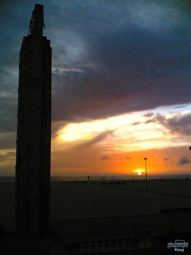Relógio da praia da Claridade ao pôr-do-sol