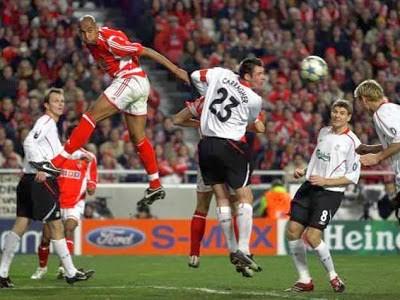 Luisão marca ao Liverpool.jpg