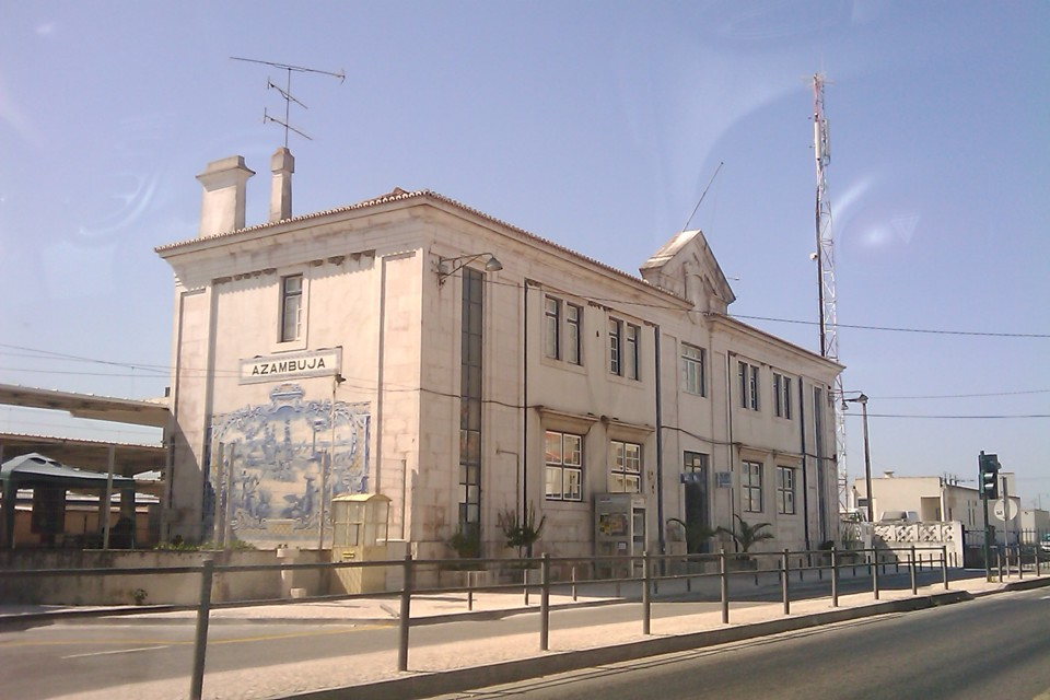 Estação_do_Caminho_de_Ferro_de_Portugal_na_Azamb