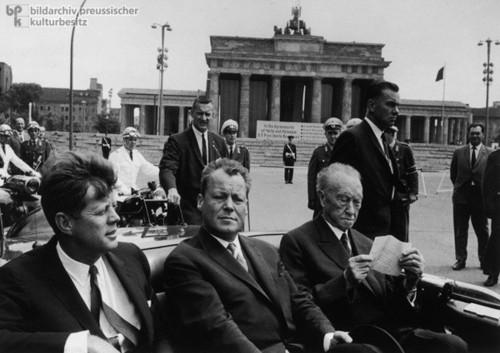 JFK_Berlin[1].jpg