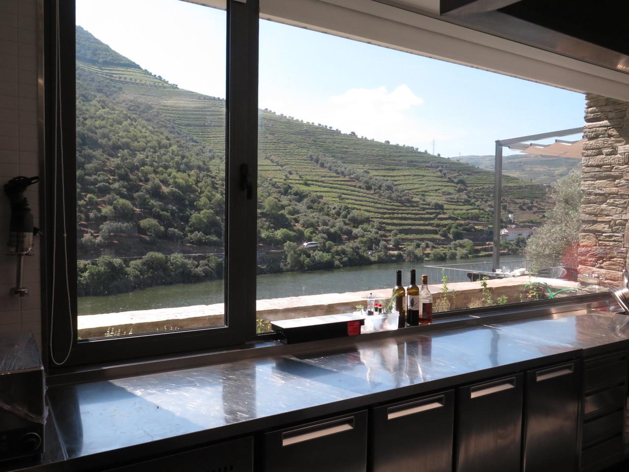 A vista da cozinha... do COZINHA DA CLARA