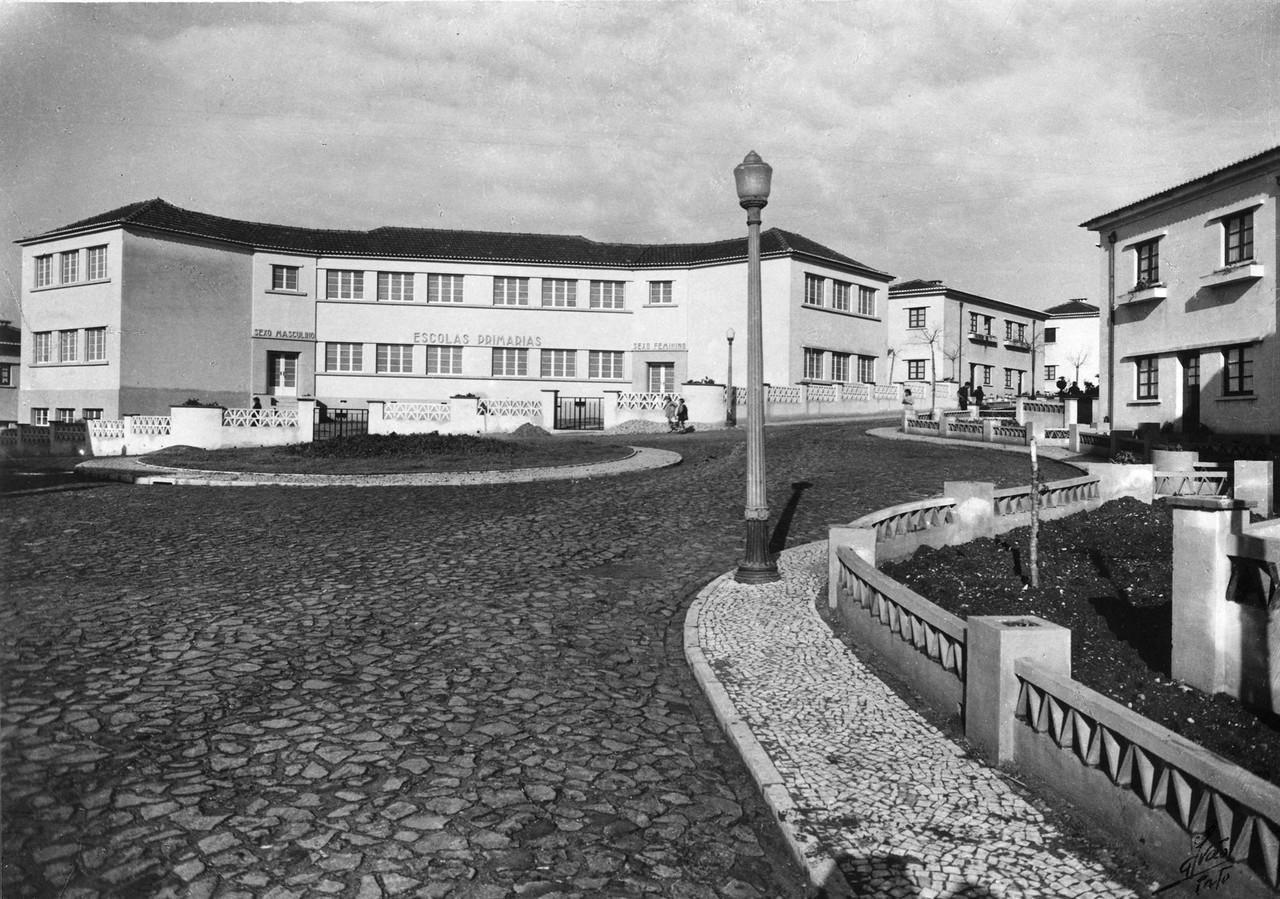 Bairro social, escola primária, ant. 1945, foto d