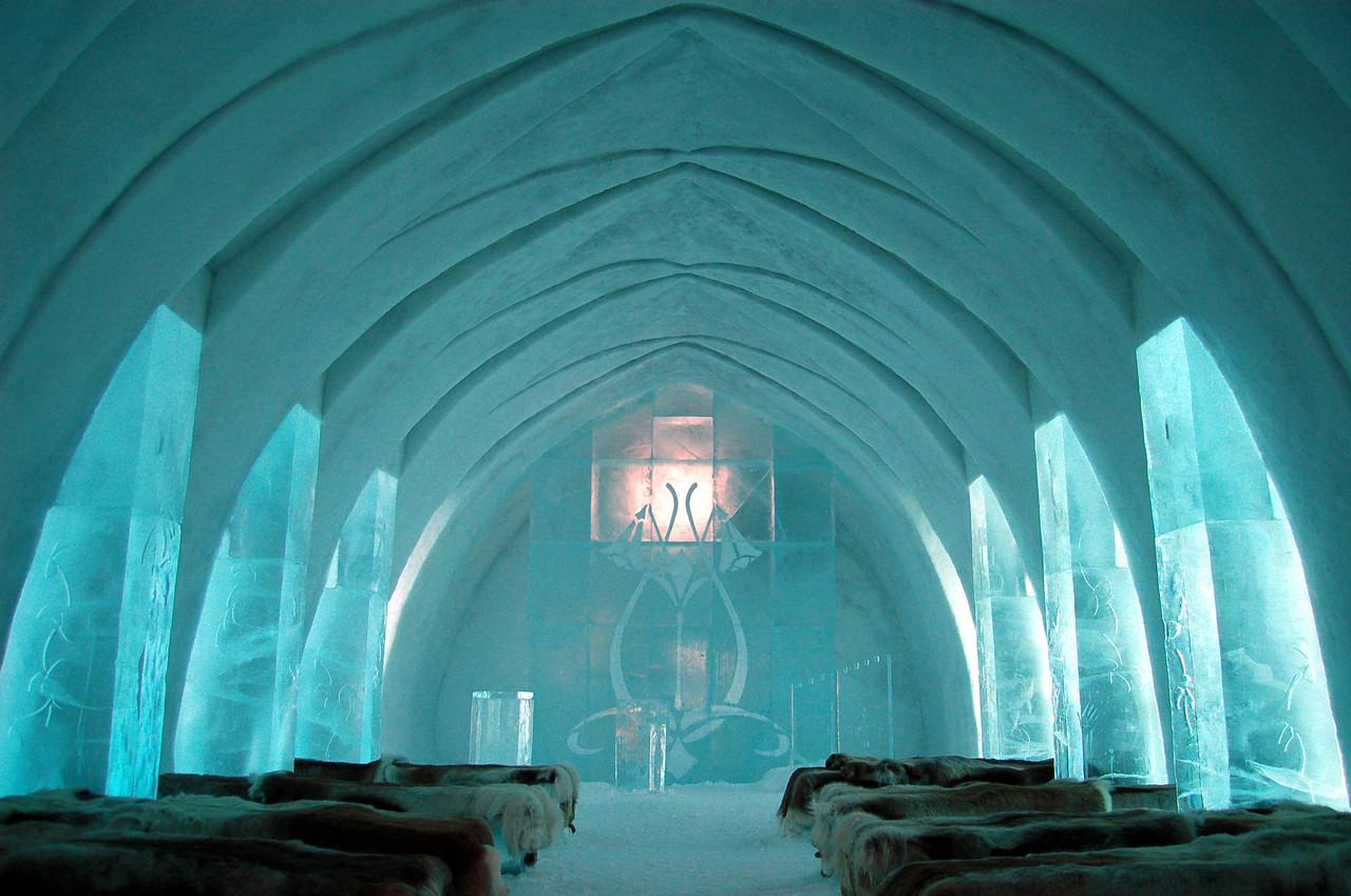 Ice_Hotel_Church_Jukkasjärvi.jpg