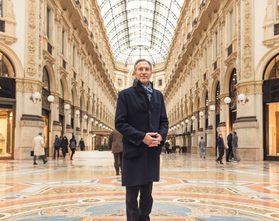 Howard Schultz na Galeria Vittorio Emanuele II, em Milão @starbucks news