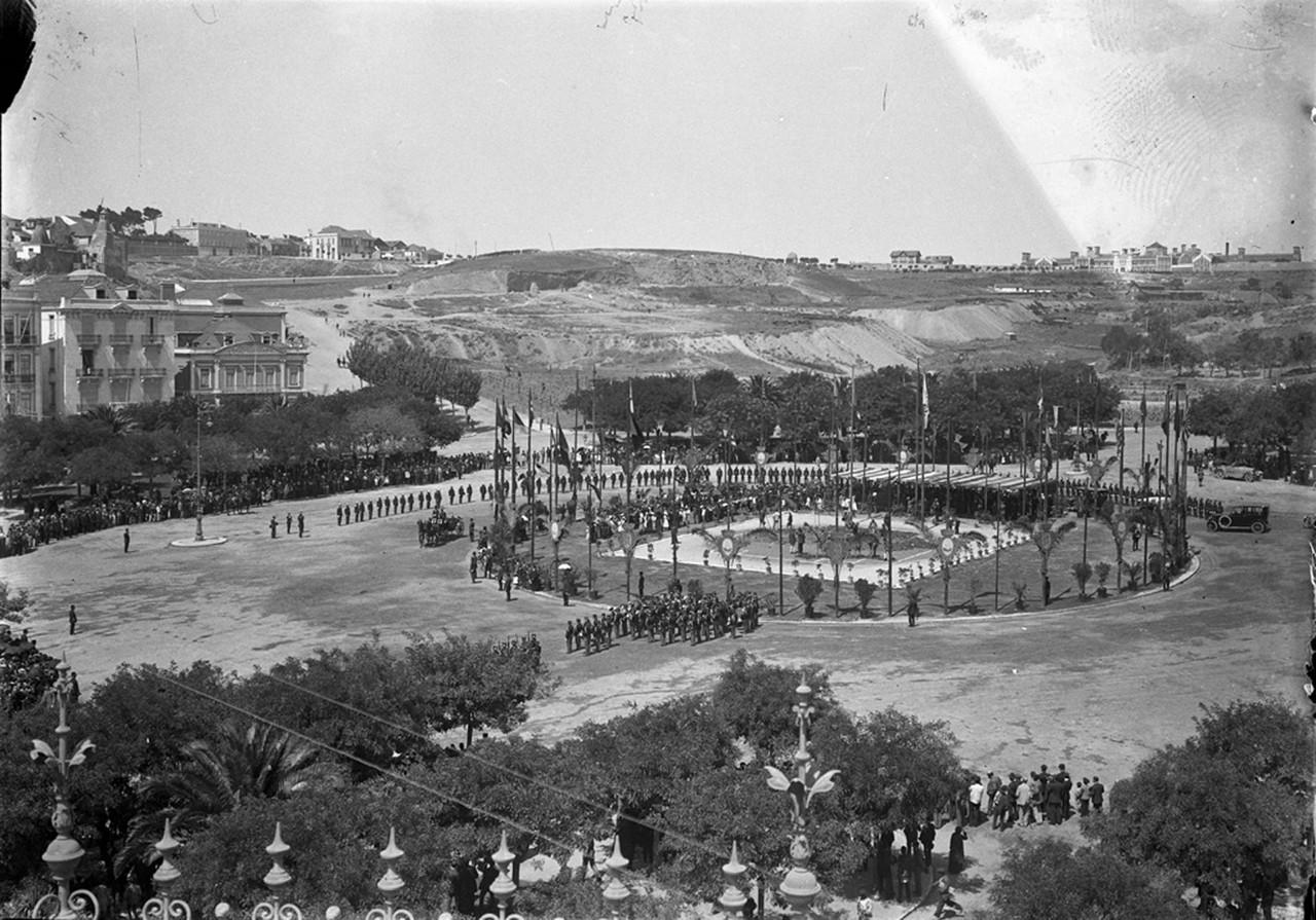Primeira pedra do mom«numento ao Marquês de Pombal, Rotunda (J. Benoliel, 1917)