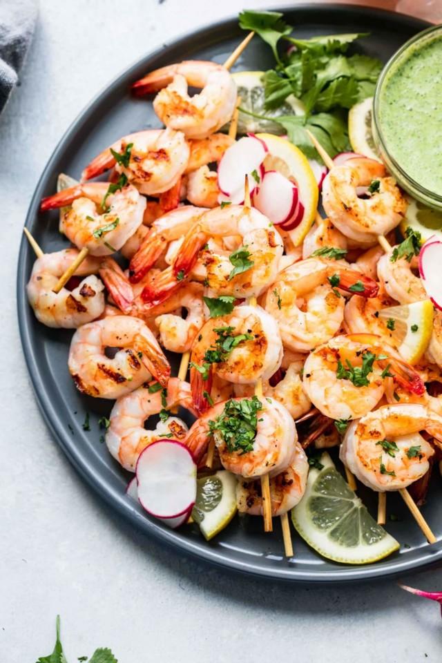 shrimp-skewers-recipe-green-tahini-sauce-21-1460x2
