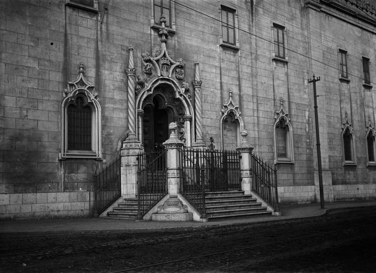 Igreja da Madre de Deus, fachada principal com por