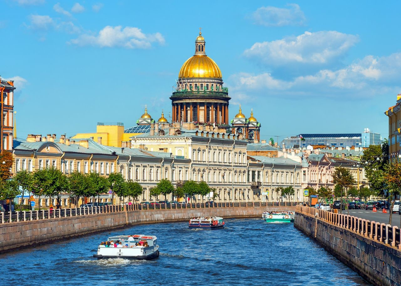 Saint-Isaac-Cathedral-across-canal-in-St-Petersbur