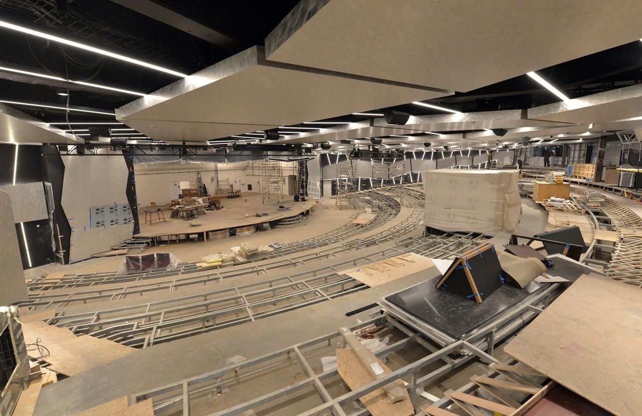 Meraviglia features a plush, 1,000 sqm theatre ven