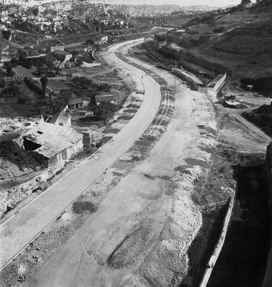 Obras na avenida de Ceuta, 1953, foto de Judah Ben