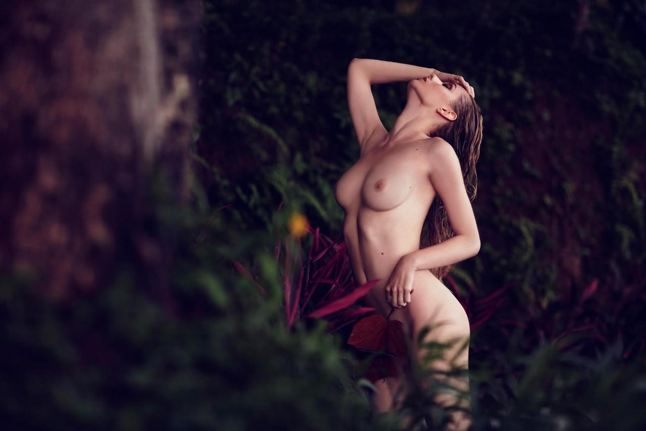 Dioni-Tabbers-by-Nicholas-Routzen-11.jpg