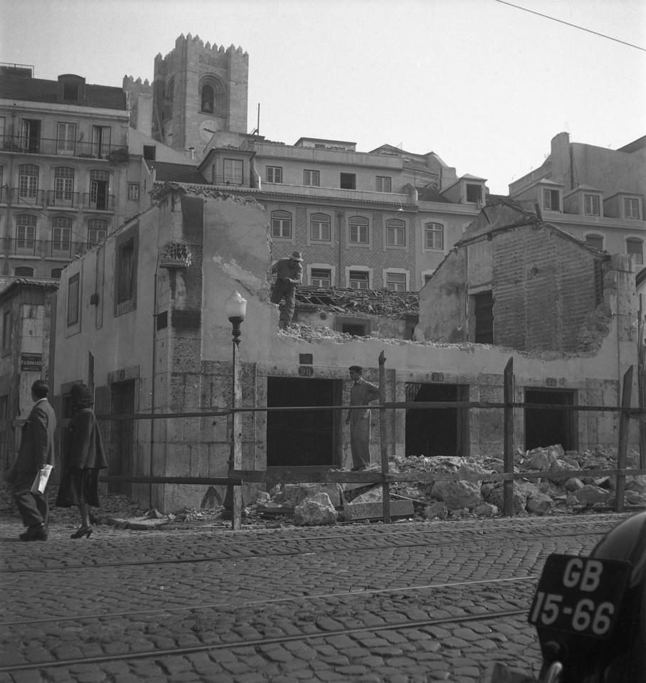 Obras de demolição, 1953, foto de Judah.jpg