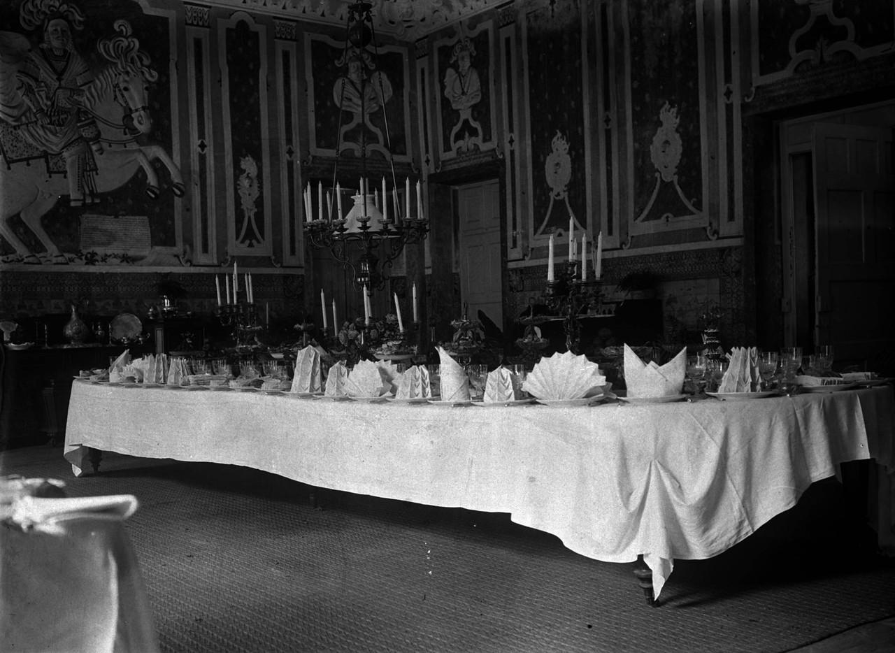 Palácio Fronteira, sala das Batalhas com mesa de