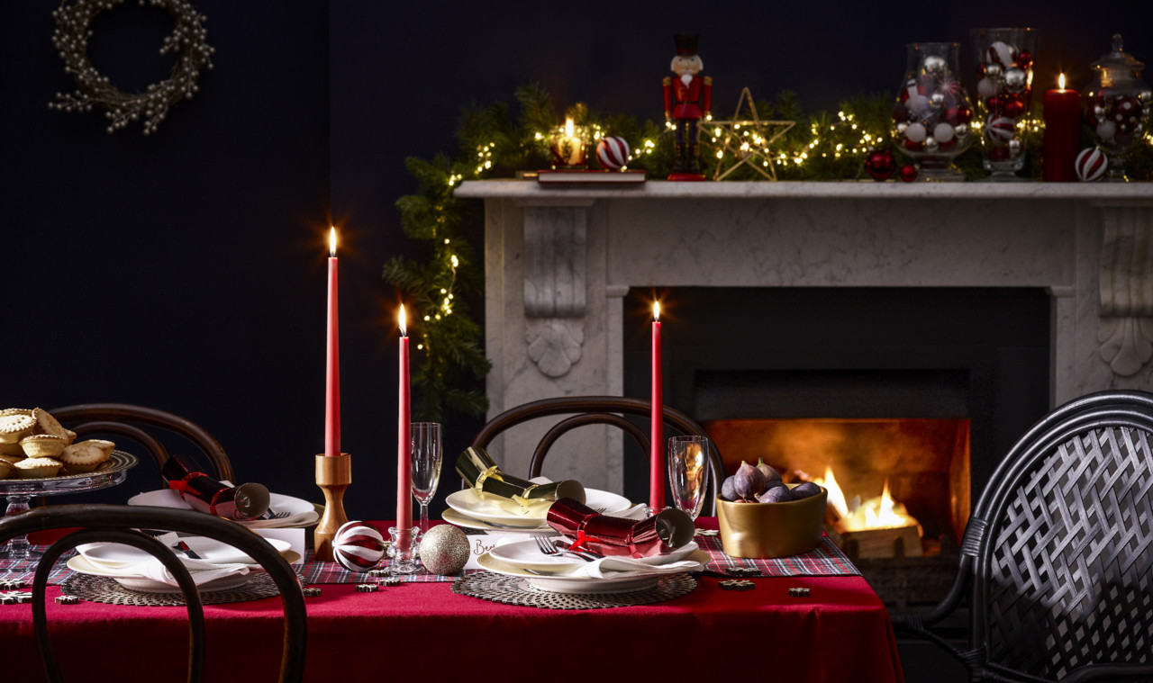 _PRIMARK_XMAS_HOME_WK12_BH_RED_TABLE_0118_FIREf1.j