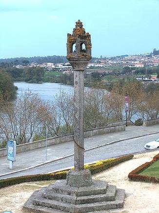 449px-Barcelos_Pelourinho1377