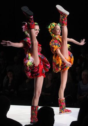 Modelos exibem, em Moscovo, as novas tendências da marca Yanastasia...