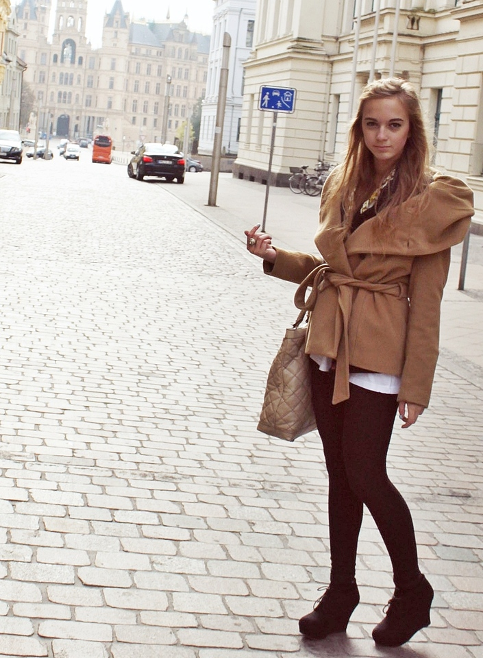 http://lookbook.nu/look/1316913-Camel